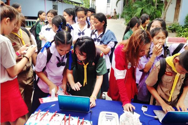 "Dr.Somchai Acne School Road Show ในกิจกรรม "" English We Like 2014"""
